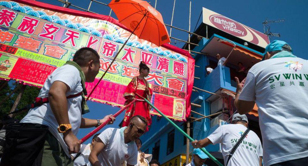 Este escaparate de tradiciones chinas, con un origen algo incierto, plasma la historia de una comunidad pesquera que intenta librarse de los piratas que tomaron la isla. (EFE)