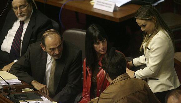 Simon no da cara ante críticas por su cuestionado voto a favor de Chehade. (Alberto Orbegoso)