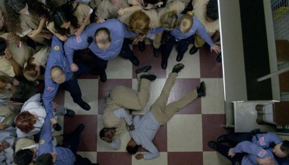 La escena más polémica de la series tiene que ser cuando Poussey murió accidentalmente a manos de un guardia. (Netflix)