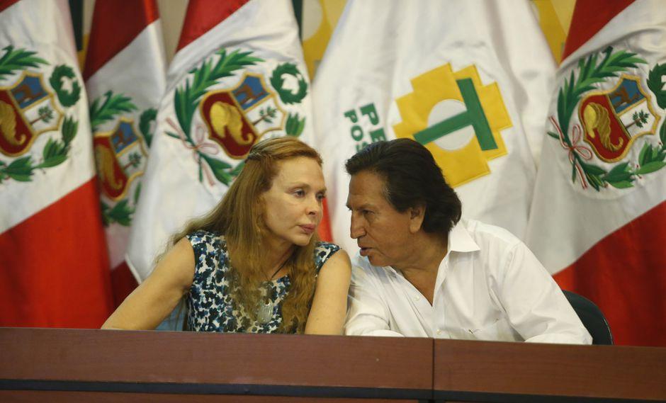 En una primera llamada la ex primera dama colgó alegando poco conocimiento del castellano. (Foto: GEC / Video: Panorama)