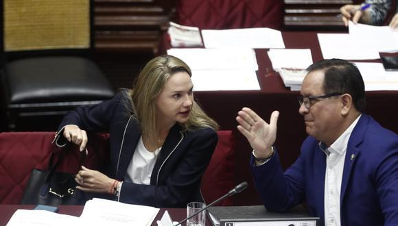 Luciana León, quien cuenta con impedimento de salida del país por 36 meses, participa este miércoles de la sesión de la Comisión Permanente. (Foto:  César Campos / GEC)