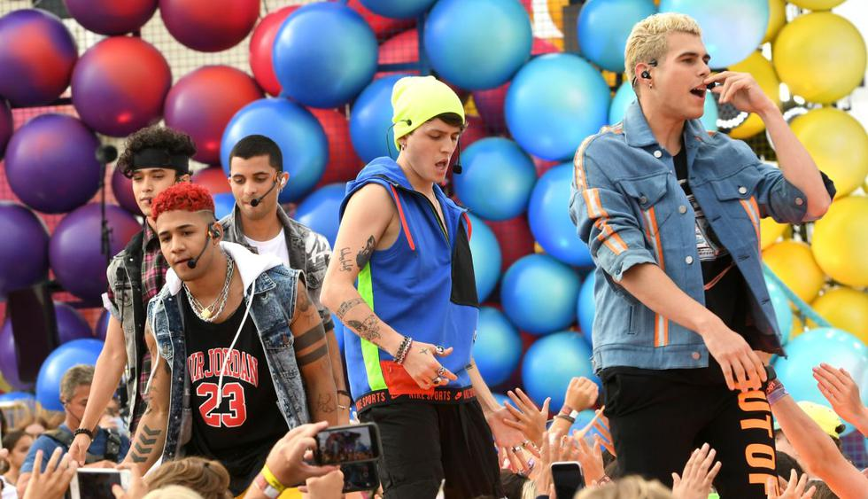 "CNCO le puso el toque latino a los Teen Choice Awards 201 con ""Pretend"". (Foto: AFP)"