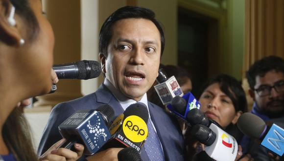 El congresista de Peruanos por el Kambio, Gilbert Violeta, recordó que su bancada pidió que se suspenda la juramentación de Pedro Chávarry. (Foto: USI)