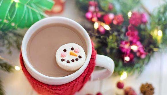 El chocolate caliente se puede disfrutar con panetón, galletas de jengibre o roscón de Reyes. (Foto: Jill Wellington / Pixabay)