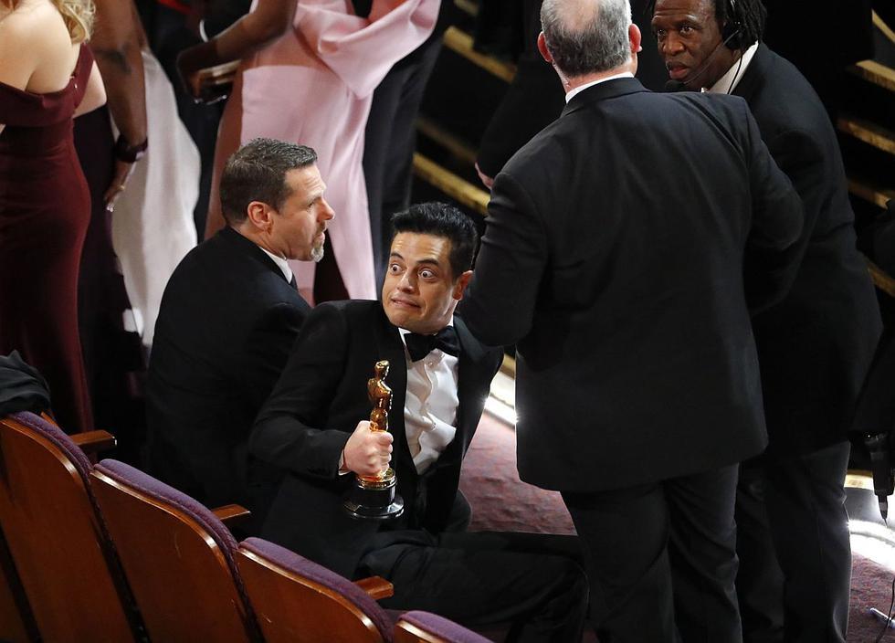 Rami Malek recibió atención médica en medio de la gala del Oscar 2019 tras su caída. (Foto: Reuters)