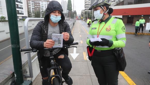 Es importante que utilices los implementos de seguridad necesarios, como el casco, al momento de manejar bicicleta. (Lino Chipana Obregón / @photo.gec)