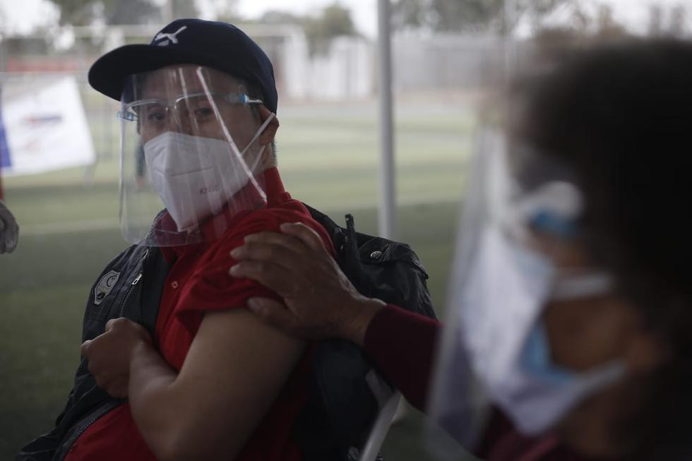Desde este martes 11 de mayo las personas que tienen síndrome de Down pueden recibir su primera dosis de la vacuna contra el COVID-19 en todo el país. La medida fue anunciada por el Gobierno el último fin de semana según el número de documento nacional de identidad (DNI). (Jorge Cerdan / @photo.gec)