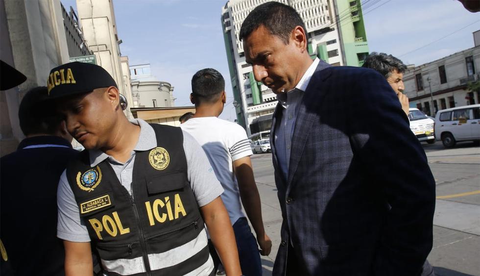 Gerente general de Enapu, Javier Prieto Balbuena, se entregó a las autoridades. (Foto: Miguel Bellido Almeyda / GEC)