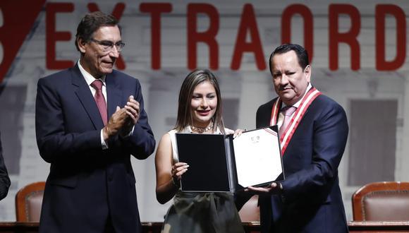 La congresista electa Arlette Contreras recibió su credencial el pasado 28 de febrero (Foto: César Campos / GEC)