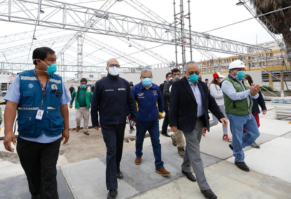 Víctor Zamora inspeccionó obras de módulo temporal para casos de COVID-19 en Huacho. (Foto: Minsa)