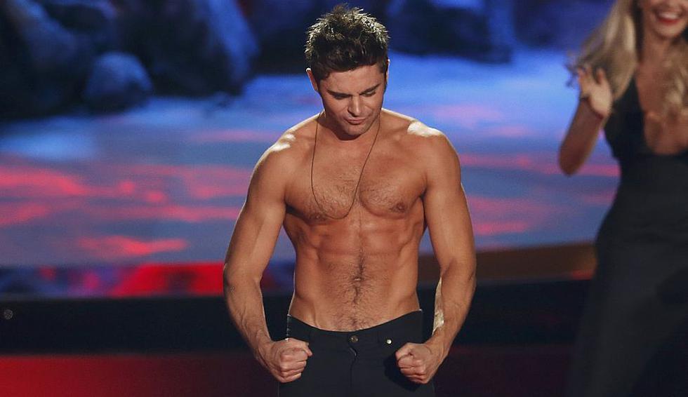 El actor Zac Efron mostró su trabajado cuerpo durante la premiación de los MTV Movie Awards. (Reuters)