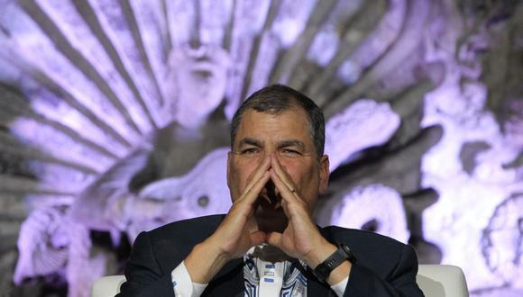 Fotografía de archivo fechada el 06 de noviembre de 2019 del expresidente de Ecuador, Rafael Correa, durante una conferencia magistral en Ciudad de México. (EFE/Mario Guzmán).
