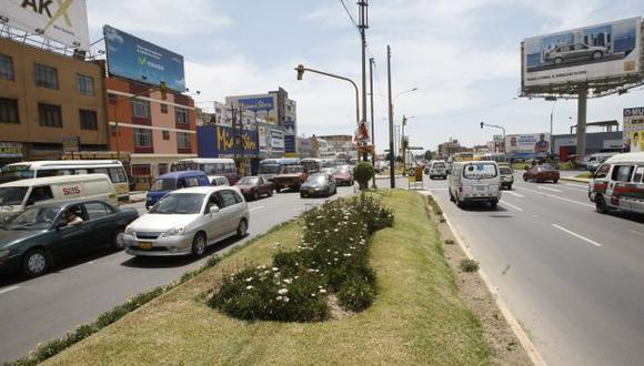 Unos 100 taxis y colectivos circulan con placas falsas en el Callao. (Perú21)