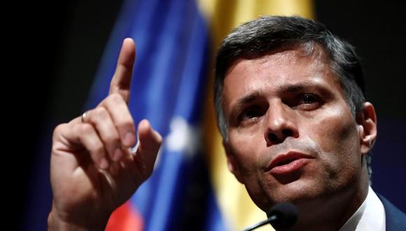"""El líder opositor venezolano Leopoldo López ofreció este martes su primera rueda de prensa en Madrid tras abandonar su país de manera """"clandestina"""" a través de la frontera de Colombia. (EFE/ Mariscal)."""