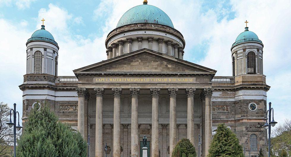 La cúpula de la catedral de Esztergom en Budapest fue alcanzado por las llamas el 6 setiembre 1993. (Foto: Pixabay)