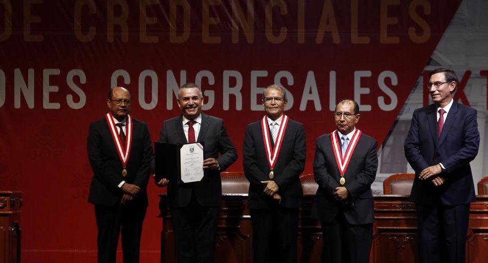 El congresista electo Daniel Urresti recibe su credencial en el Centro de Convenciones de Lima (Foto: GEC)