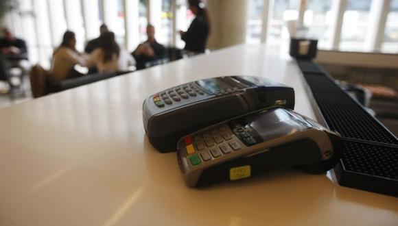 Ahora, los aparatos inalámbricos están expuestos en negocios como restaurantes, grifos, farmacias y otros. (Mario Zapata)