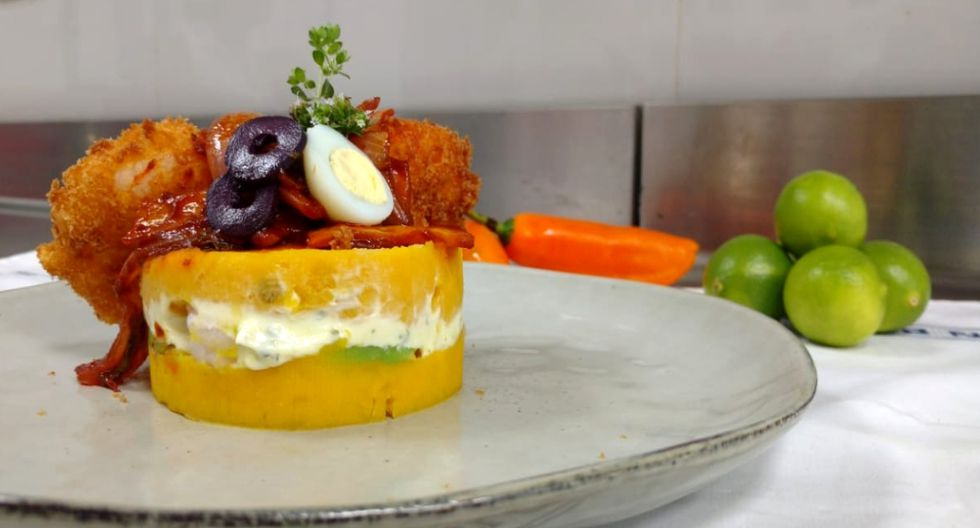 Causa escabechada con langostinos empanizados una versión más gourmet es presentada por Le Cordon Bleu.&nbsp;<br>
