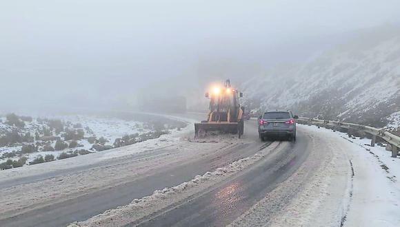Junín: personal continúa los trabajos de limpieza de nevada entre los kilómetros 130 al 135 de la CarretraCentral