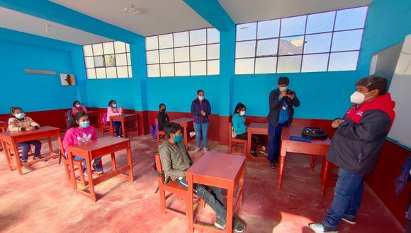 La autoridad regional visitó los colegios que ya retornaron a las modalidades presencial y semipresencial. (Foto: Gobierno Regional de La Libertad)
