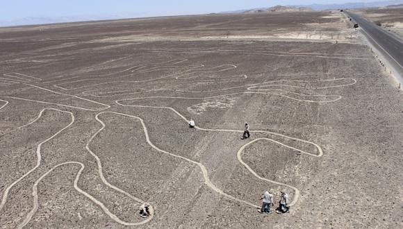 El Ministerio de Cultura restaura geoglifos de importancia en la Pampa de Nasca.  (Foto: Luis García Bendezú / El Comercio)