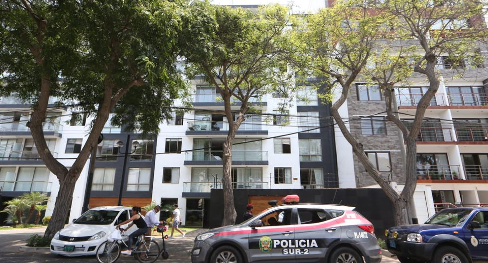 Fiscales y policías allanaron unos 17 inmuebles en el marco de las investigaciones del caso Odebrecht. En la imagen, la diligencia en la Av. Dos de Mayo 1259, San Isidro. (Foto: Manuel Melgar / GEC)
