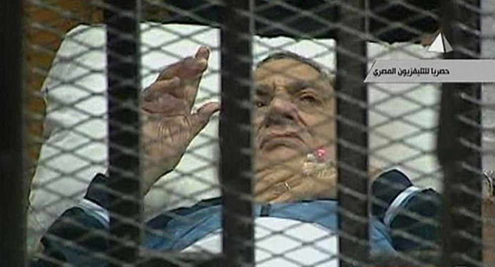 El exmandatario fue trasladado nuevamente en una camilla. (Reuters)