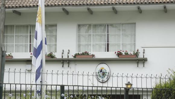 Así luce la embajada de Uruguay en Perú esta mañana tras el pedido de asilo solicitado por Alan García. (Anthony Niño de Guzmán)
