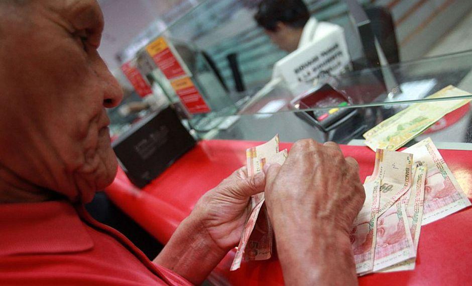 Afiliados a ONP empezaron a cobrar pensiones y gratificación desde este martes. (USI)