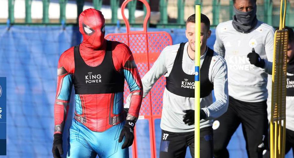 Spiderman entrenó con toda la plantilla del Leicester City (Foto: @LCFC).
