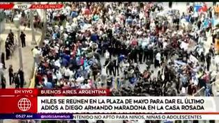 Miles de fanáticos se reunieron en la Plaza de Mayo para dar el último adiós a Diego Maradona
