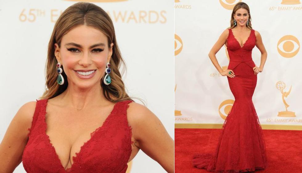 La colombiana Sofía Vergara de 'Modern Family' lució un vestido rojo de Vera Wang. (AP)
