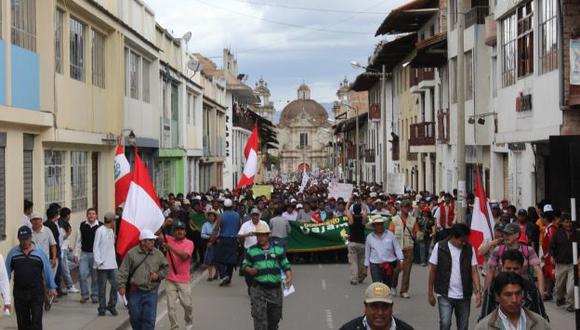 Población pide cesar la violencia y el perjuicio de Cajamarca. (Fabiola Valle)