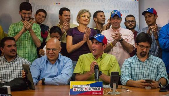 Venezuela conocerá este martes si se inicia referendo revocatorio contra Nicolás Maduro. (EFE)