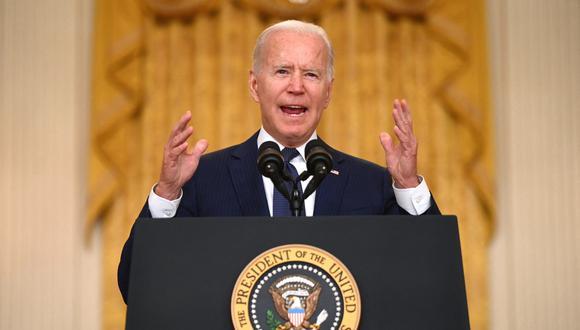 El presidente de Estados Unidos, Joe Biden, pronuncia comentarios sobre el ataque terrorista en el Aeropuerto Internacional Hamid Karzai, el 26 de agosto de 2021. (Foto: Jim WATSON / AFP)