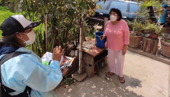 Los inspectores aconseja a la población a siempre lavar, escobillar y tapar los depósitos que almacenan agua. (Foto: Minsa)
