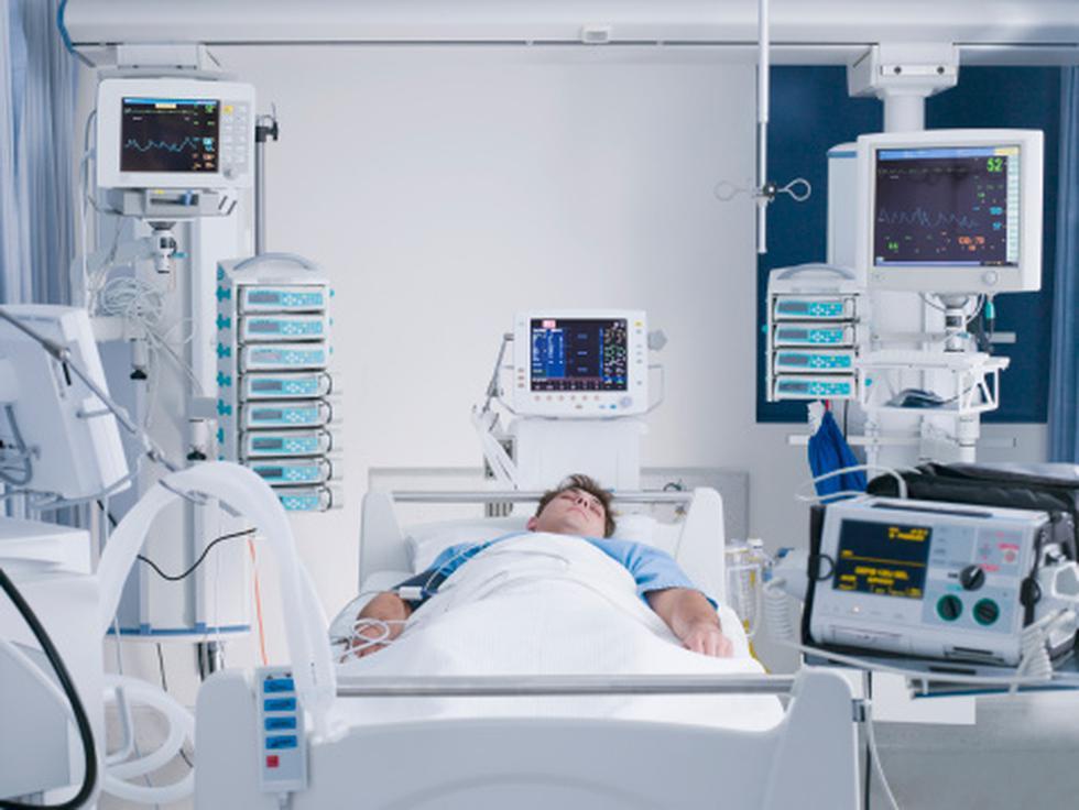 ¿Qué es y qué características tiene una cama UCI y un ventilador mecánico? (Getty)
