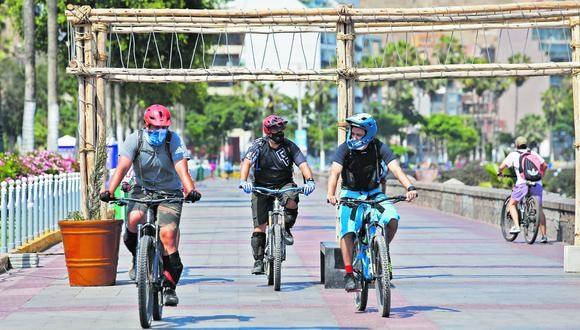 Estará permitido el uso de bicicletas y scooter para movilizarse solo para compras necesarias durante los días de restricción por Semana Santa.