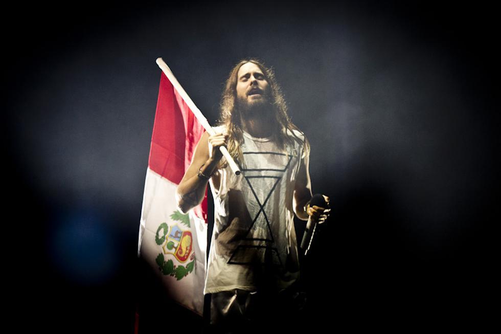 Con la bandera del Perú en la mano, Jared Leto dio gracias a nuestro país por la bienvenida. (Jessica Alva Piedra)