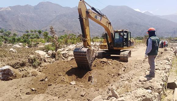 La Contraloría inspecciona los trabajos para determinar la demora de los trabajos.