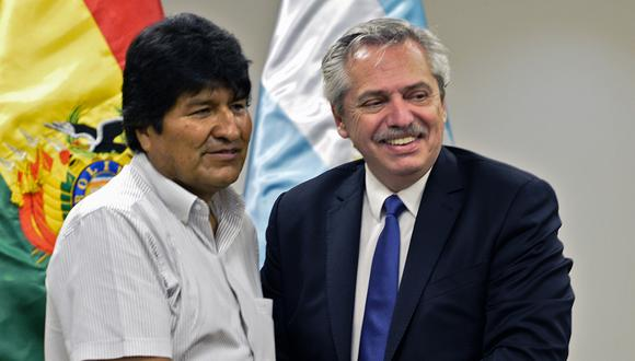 El mandatario electro de Argentina, Alberto Fernández, y el ex presidente de Bolivia, Evo Morales. (Foto: AFP)