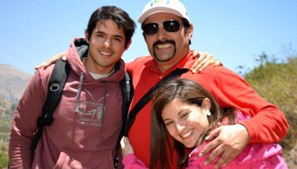 \'Ciro, el ángel del Colca\': El director Fernando Vásquez con los protagonistas. (Difusión)