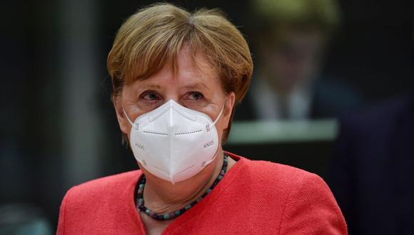 La canciller alemana, Angela Merkel, usa una máscara facial durante una mesa redonda en el cuarto día de la actual cumbre de líderes del Consejo Europeo Especial, la primera reunión cara a cara entre los estados de la UE. (EFE/JOHN THYS).