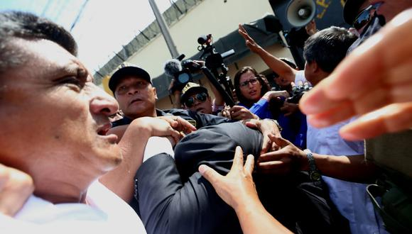 Simpatizantes de Keiko Fujimori agredieron al fiscal José Domingo Pérez. (Alessandro Currarino/GEC)