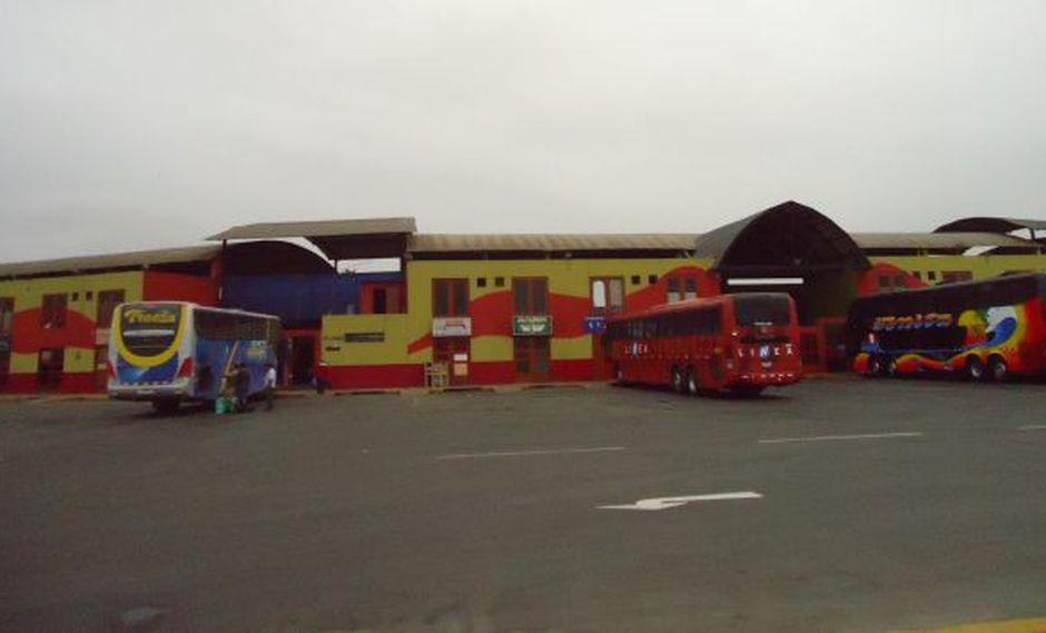 Pasajeros causaron destrozos en oficinas ubicadas en terminal de Chimbote. (Wikimapia/achis)