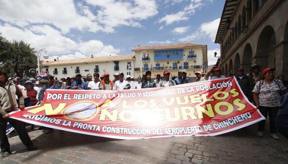 OPOSICIÓN. Un grupo de pobladores llegó hasta la Plaza de Armas para expresar su protesta. (Percy Hurtado)