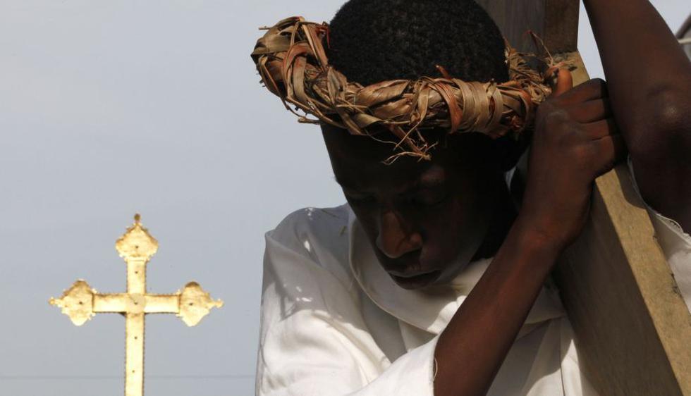 Actor representa a Cristo en Abiyán, la principal ciudad de la Costa de Marfil. (Reuters)