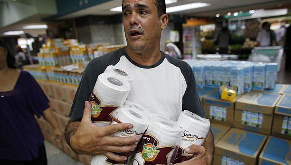 También hay escasez de pañales, jabones, toallas higiénicas y pasta de dientes. (Reuters)