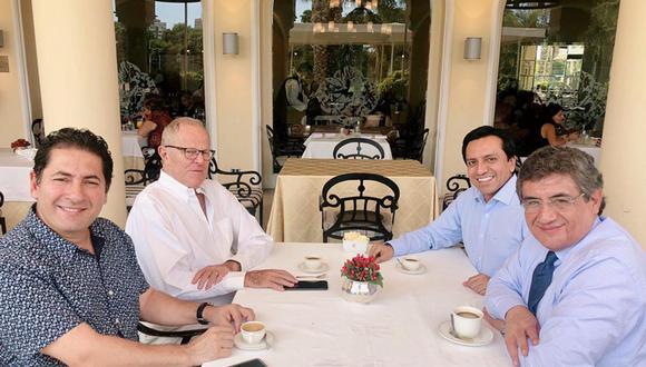 Esta es la primera vez que Kuczysnki se reune públicamente con los tres legisladores desde que renunció a la presidencia del partido Peruanos por el Kambio a inicios de mes. (Foto: Twitter)
