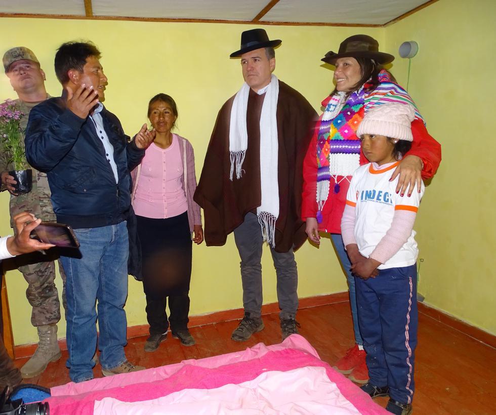 Ministros entregaron una parte de estos inmuebles en Huancavelica. (MIDIS)